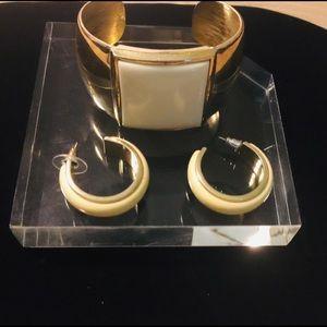 Jewelry - Women's bracelet with earrings set